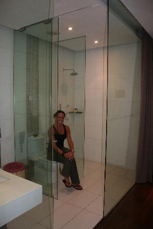 Hotel Kapok Beijing: Glass Bathroom