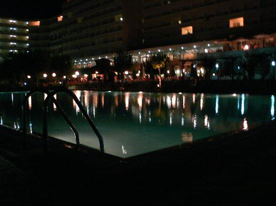 Louis Colossos Beach Hotel: Night time by the large family pool