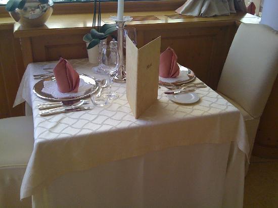 Hotel Sonnbichl: Tisch Abendessen innen