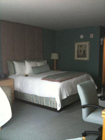 The Belamar Hotel: bed