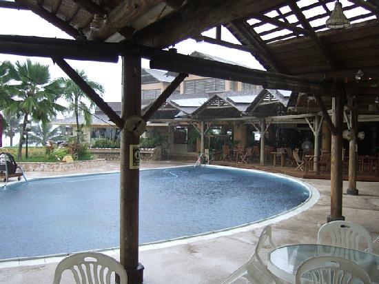 Mariana Resort & Spa: 朝食時に突然の豪雨です