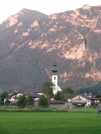 Gasthof Inzeller Hof: On same walk 8mins.away!