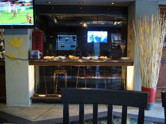The Fusion Suites Bangkok: Lobby area