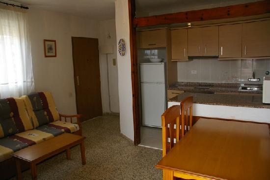 Apartamentos Estoril I - II Orange Costa: Salón - Cocina