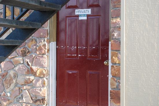 Rivershore Motel: exterior 8-09