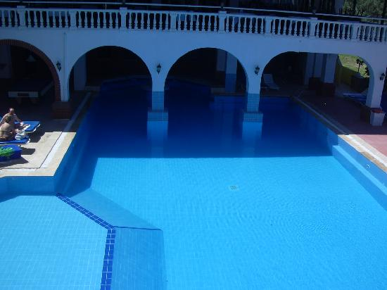 Hotel Altinsaray: piscine