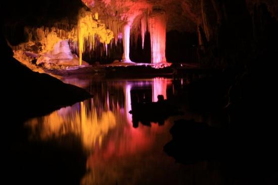 Margaret River, Australia: Some of the beautiful formations inside Lake Cave