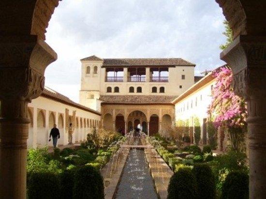 Hotels Near Alhambra