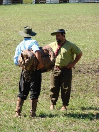 El Prado : gauchos, criolla