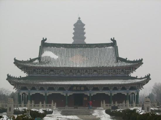 Kaifeng, Iron pagoda