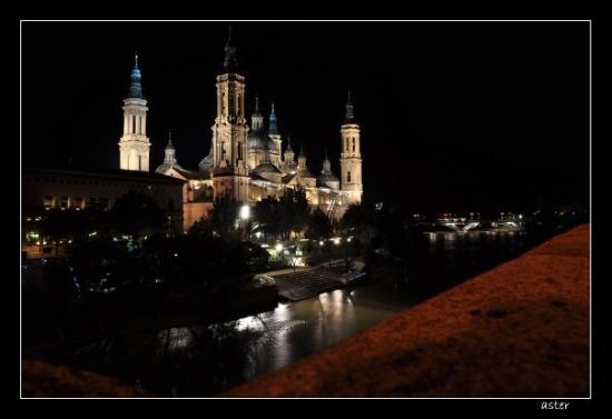 Basilica de Nuestra Senora del Pilar: Basílica de Nuestra Señora del Pilar by night