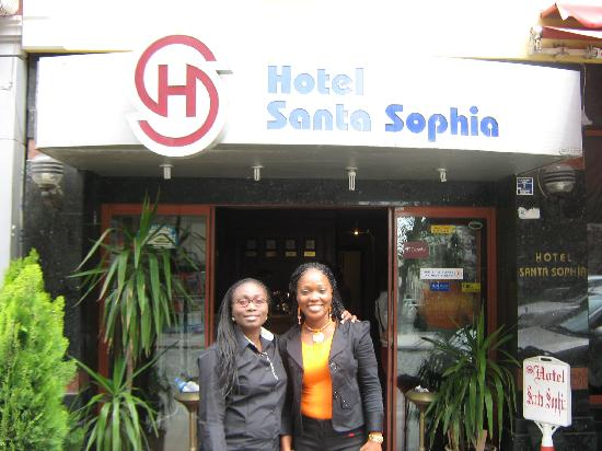 Santa Sophia Hotel: i and my friend infront of the hotel
