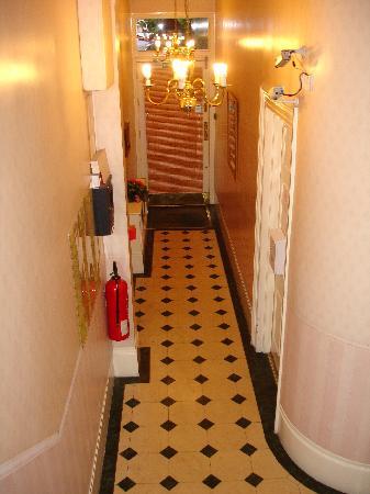 Kensington Gardens Hotel: entrance