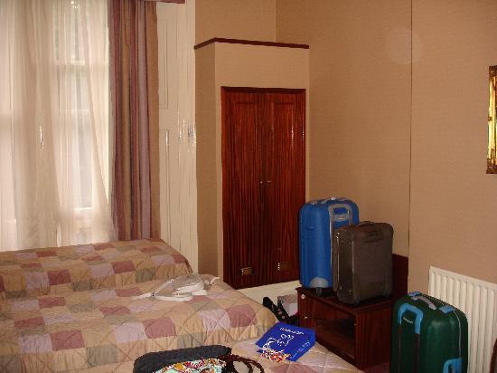 Kensington Gardens Hotel: room