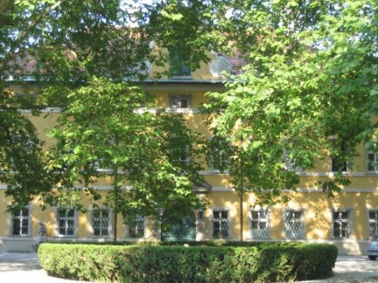 Panorama Tours Original Sound of Music Tour: Previously known as the Frohnburg Castle, it is now the Mozarteum Music Academy! I had the urge