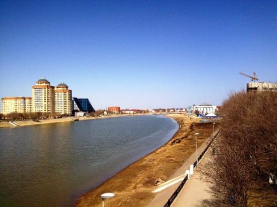 Atyrau, looking upriver the Ural, new buildings and construction in the distance