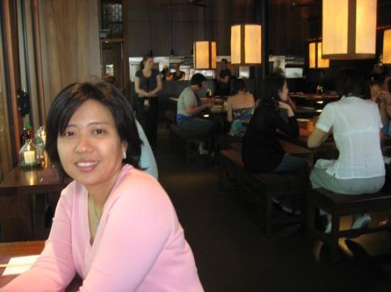 Makan siang di resto Busaba Eathai. Nice Thai food at decent price.