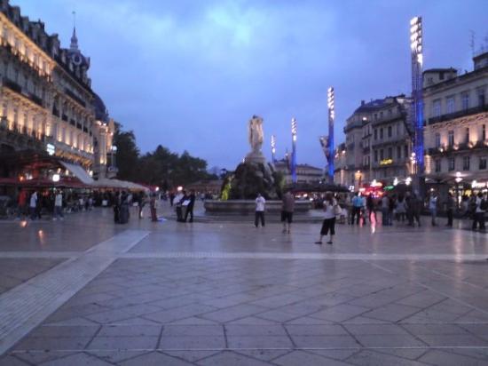 Place de la Comedie: again