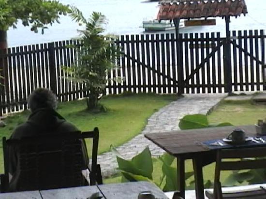 Pousada Oasis Ilha Grande: leyendo en el deck