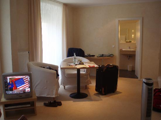 Air Hotel Royal Landstuhl: Our room - picture does not do it justice though