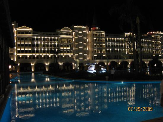Mardan Palace: By night