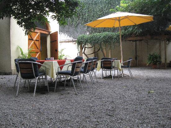 Villa Pottipati: open dining space