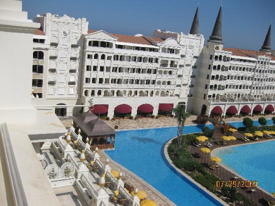 Mardan Palace: Canal