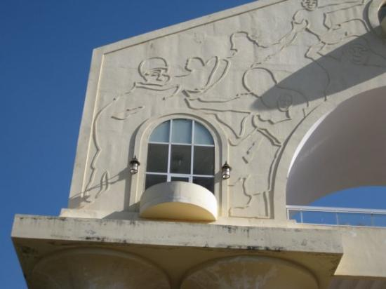 Arch 22: monument in Banjul, just a pice of it.