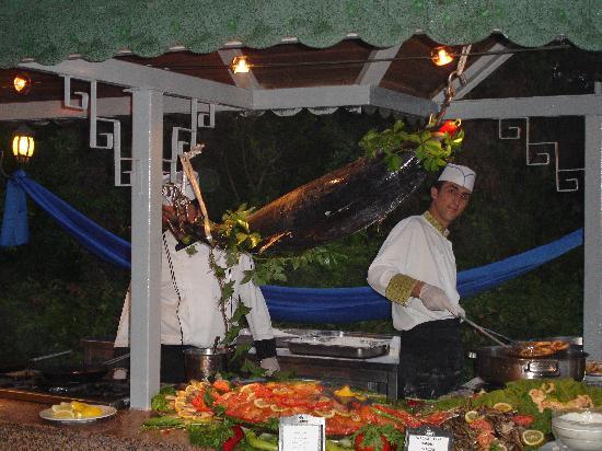 Crystal Sunrise Queen Luxury Resort & SPA: fish night