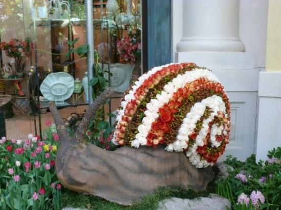 Bellagio Conservatory & Botanical Garden: a snail made of roses