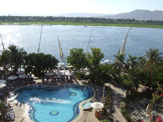 Steigenberger Nile Palace Luxor: Pool by the Nile