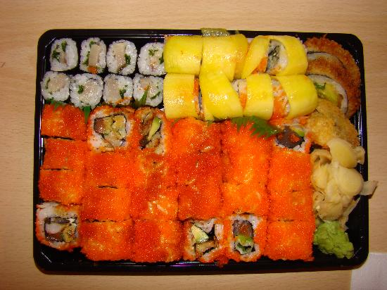 Sweet Sushi: What a beautiful plastic bento :)