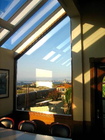 Arnie's Restaurant & Bar - Mukilteo: Arnies Window
