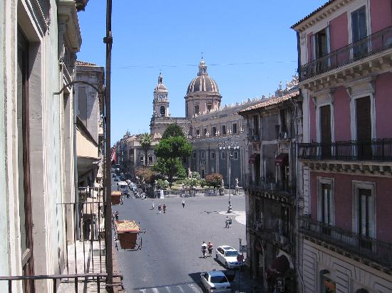 Hotel Savona: view from our room into piazza