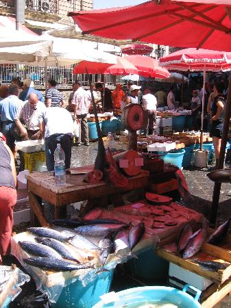 Hotel Savona: The market in the morning right there!