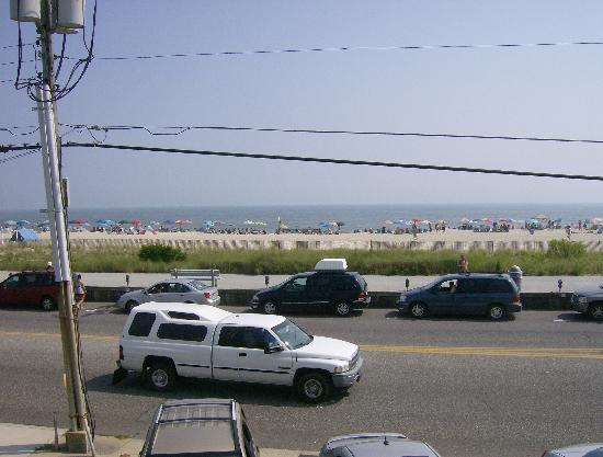 Sea Crest Motor Inn: Across from the beach