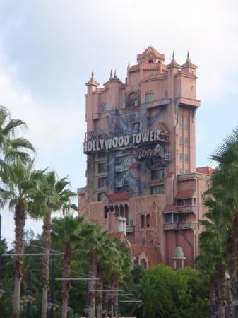 The tower of terror in hollywood studio 39 s haunted for Hollywood beach resort haunted