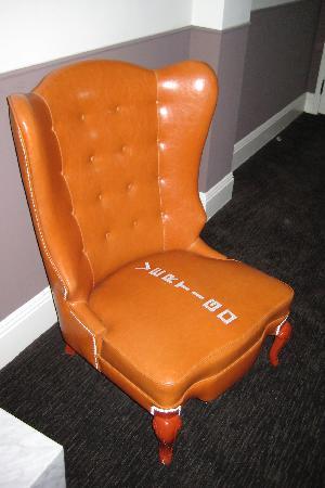 Hotel Vertigo: Cute in-room chair