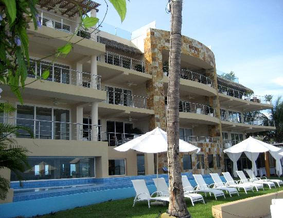 Hotel Cinco: Only 12 condos!! View from beach