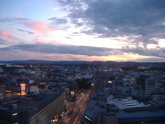 Radisson Blu Plaza Hotel, Oslo: Vista alla camera  ore 22,45