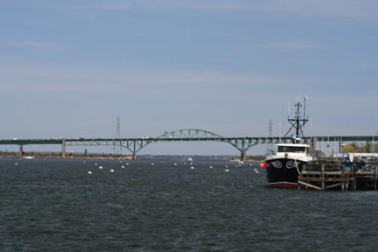 Tiverton, Rhode Island (RI 02878) profile: population, maps, real ...