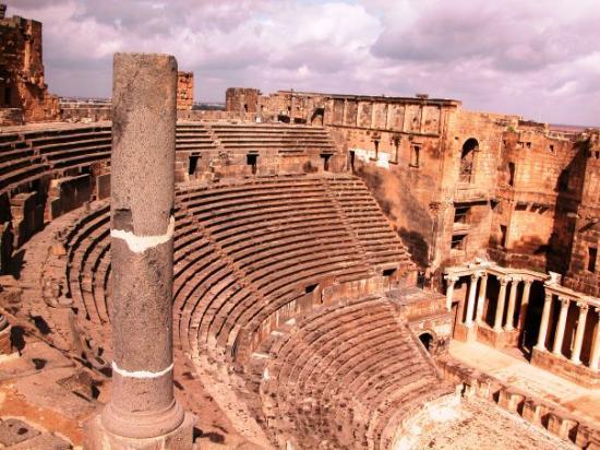 Bosra. Syrie Avril 2006 Bosra conserve, enserrées dans ses épaisses murailles, un magnifique th