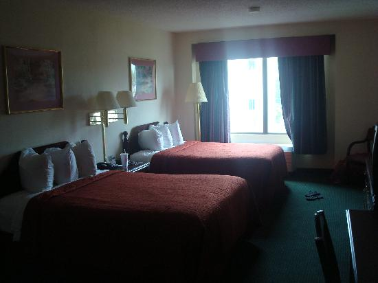 Quality Inn & Suites : Two Double Beds