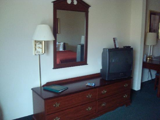 Quality Inn & Suites : TV