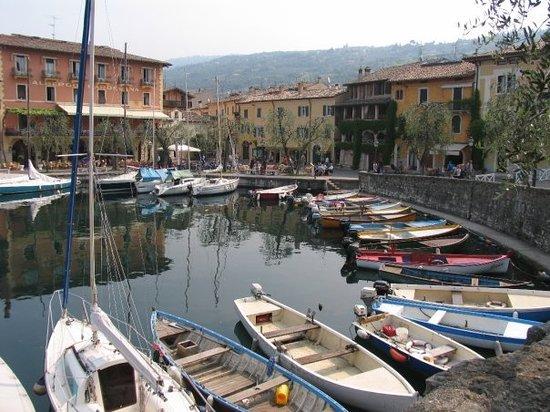 Torri del Benaco, Italia: Lago di Garda: Torri dei Benaco