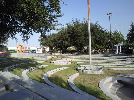 Mission, Техас: forum at park on conway, one block south of tom landry avenue