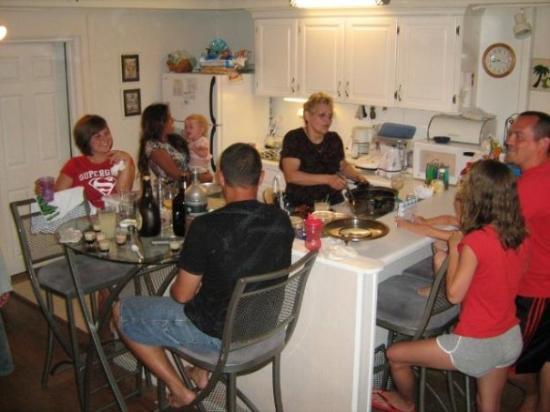 เฟอร์นันดินาบีช, ฟลอริด้า: The family at breakfast
