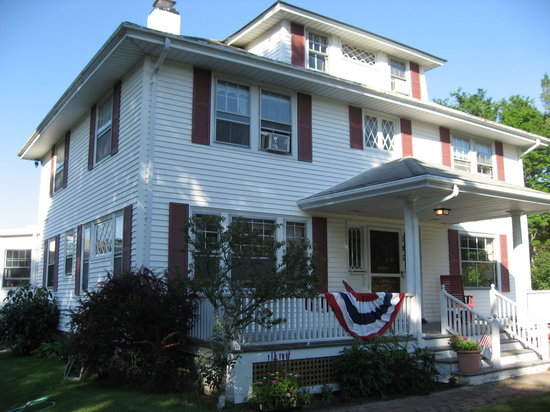 Cranberry Gardens Inn: house