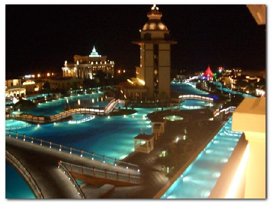 Mardan Palace: Excellent time for a walk by the pool