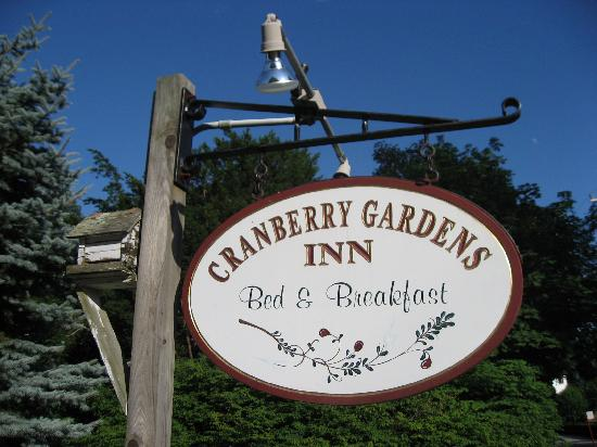 Cranberry Gardens Inn: sign